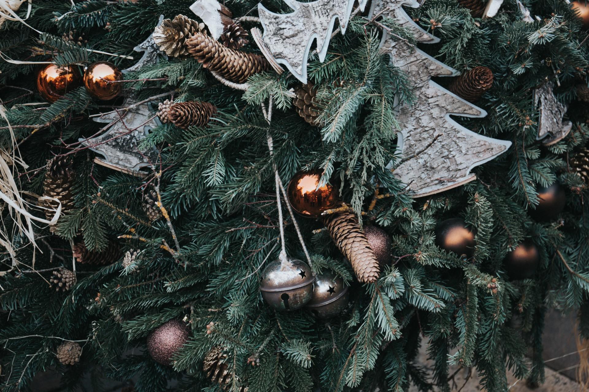 Chrismas tree and decorations